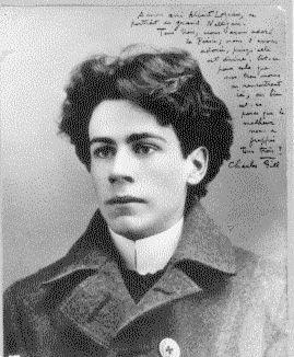 Émile Nelligan est né à Montréal la veille de Noël, en 1879. En 1896, à 17 ans, il est entré au Collège Sainte-Marie, où il s'est révélé un étudiant médiocre, préférant se plonger dans l'étude et l'écriture de la poésie. En 1897, contre la volonté de ses parents, il a abandonné ses études pour se consacrer à la poésie. Très occupé à composer des vers, il ne pouvait envisager de devenir autre chose que poète.