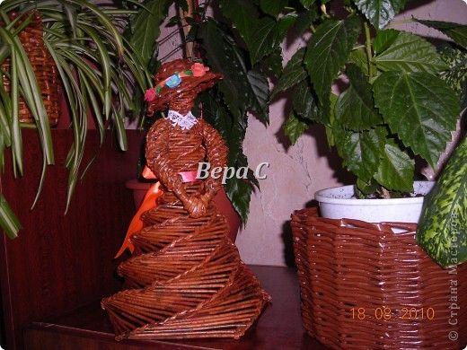 Дама в шляпке из газетных трубочек . - Плетение из газетных трубочек - Поделки из бумаги - Каталог статей - Рукодел.TV