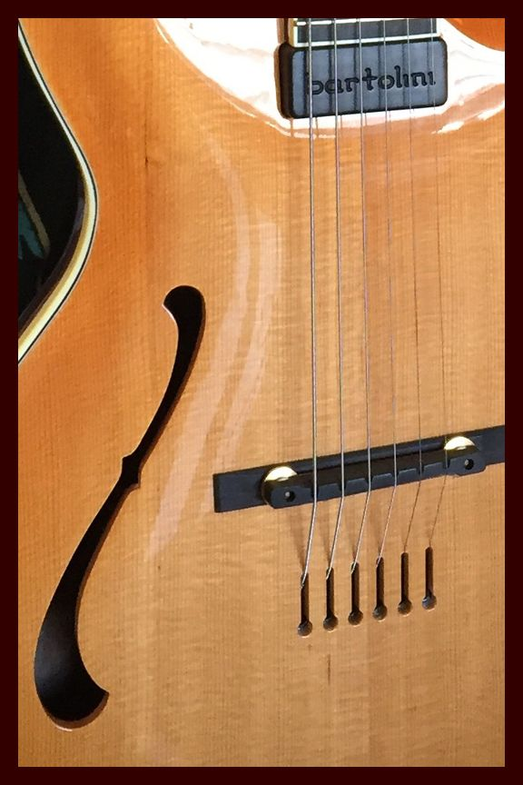 Are you looking for the perfect acoustic instrument for your needs? You can search by Luthier, type of Guitar or by Mandolin or Ukulele.