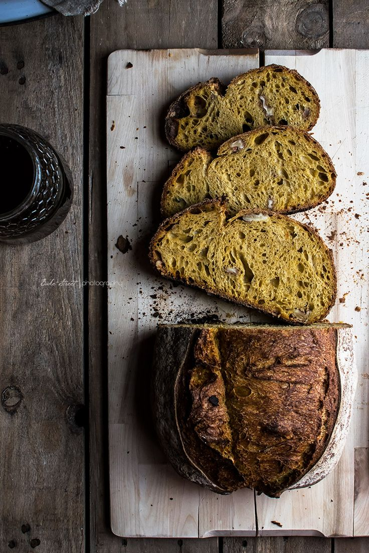 Carrot Bread - Bake-Street.com60 g of rye flour T-80 150 g of durum wheat 200 g bread flour 100 g flour Tritordeum 360 g of freshly made ​​carrot juice ( recipe below) 30 g water 10 g salt 3.3 g of cinnamon powder 0.5 g of nutmeg 1.2 g of powdered ginger 12 g of honey 45 g of peeled and lightly chopped walnuts FOR CARROT JUICE :  5 medium carrots 250 g water 1/2 lemon juice