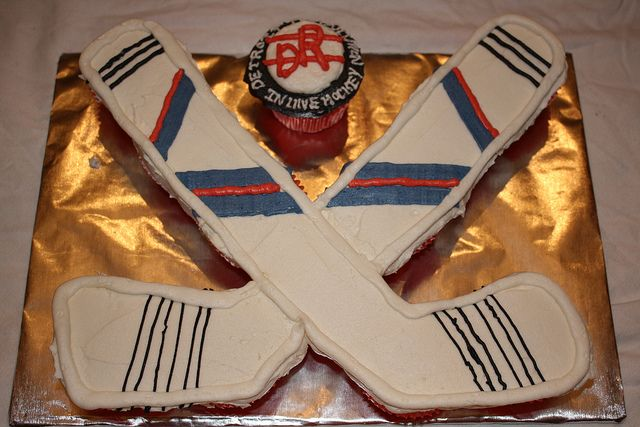 Hockey Cupcake Cake | 12 cupcakes | Beverly | Flickr