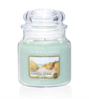 M Jar-Coastal Living En spännande blandning av sött och salt, kustens blommor lyfts fram av en varm havsbris.  Ingår i vårens nya doftserie Coastal Living. #YankeeCandle #CoastalLiving #Havsbris #Nyhet2017