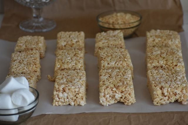Simple and delicious rice krispy treats made with coconut oil taste better than the original recipe. They are simple to make and are gluten free and dairy free. Simple gluten free rice krispy treats. Coconut oil rice krispy treats. Delicious gluten free rice krispy treats.
