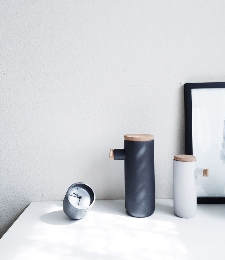 Menu world Scandinavian design 😍 love their cute little alarm clock! #nordic #scandinavian #menuworld #monochrome #interiors #stilllife #deskscenes   https://www.instagram.com/ea_wang/