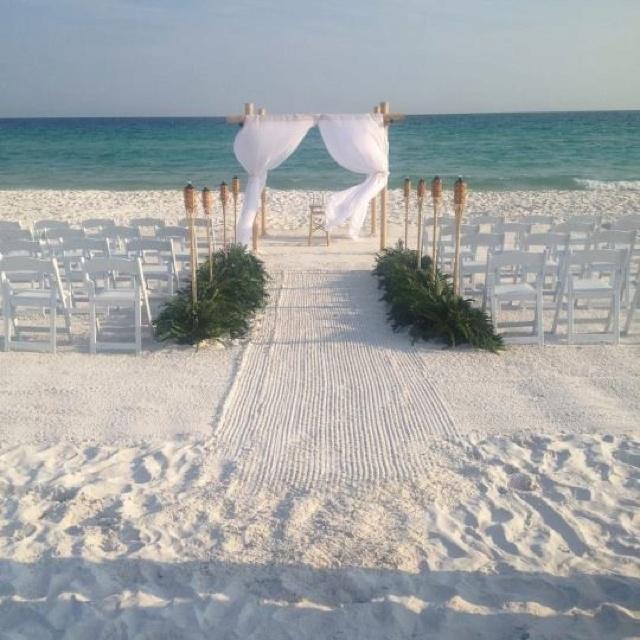Beautiful and simple beach wedding :)