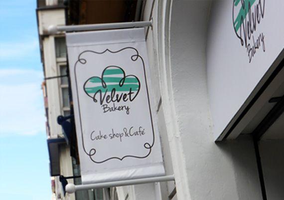 Velvet Bakery, rotulación de fachada