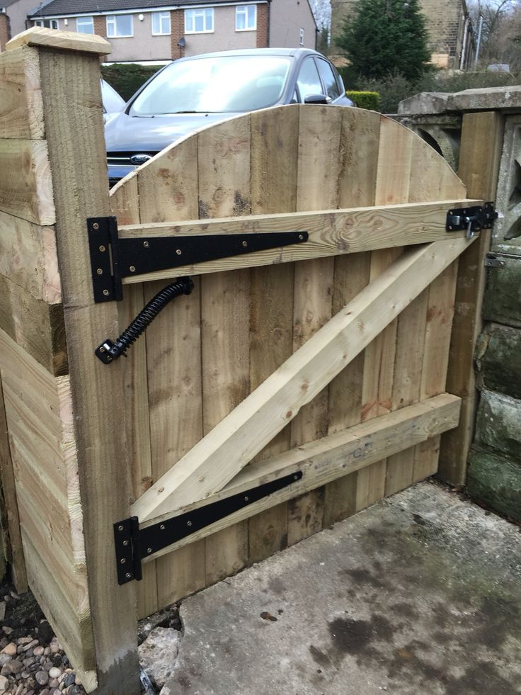 Gate built and installed by woodpecker joinery services