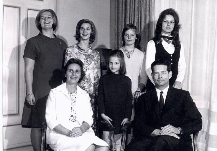 92 de fapte în 92 de ani. Viaţa neştiută a Reginei Ana, Principesă de Bourbon-Parma