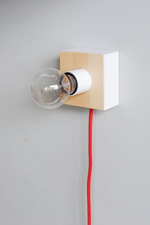 Lampe de mur et table bois carré minimaliste bois par maddadesign