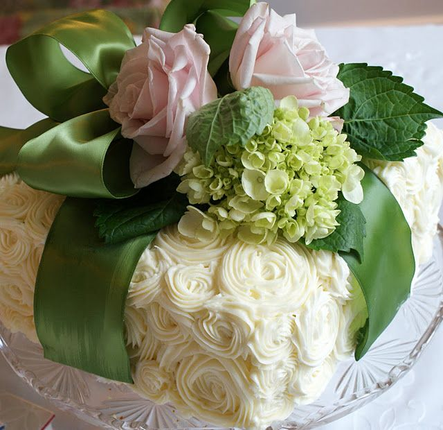 cake wrapped like a present: Book Club, Decor Cakes, Flower Cakes, Floral Cake, Fresh Flower, Beautiful Cakes, Teas Parties, Sweet Cakes, Rose Cakes