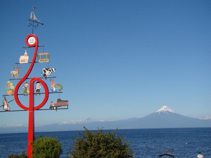 Ciudad de Frutillar, Lago Llanquihue y Volcan Osorno.