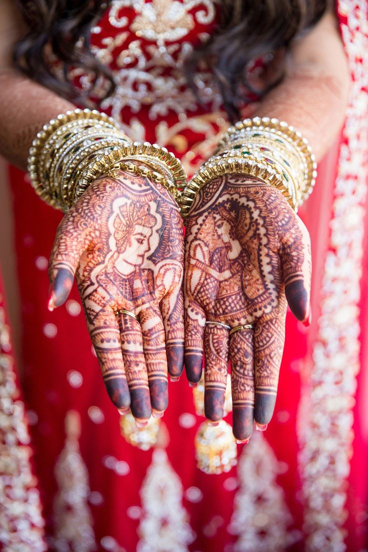 rani+raja mehndi on an indian bride's hands...and those bangles <3