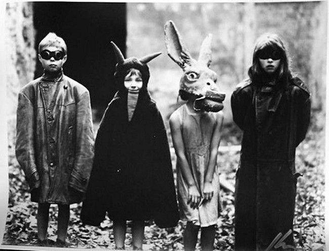 creepy-vintage-halloween-costumes22.jpg (650×497)