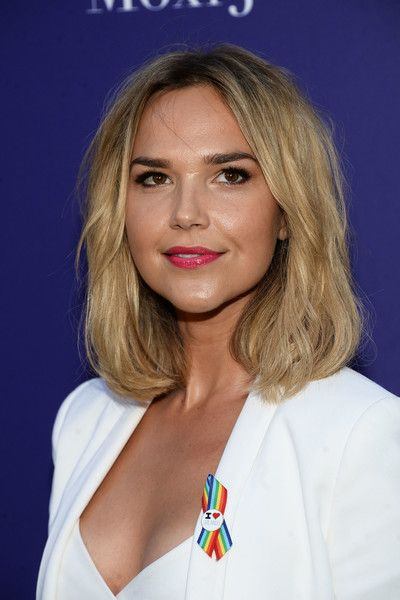Arielle Kebbel Pink Lipstick - Arielle Kebbel swiped on some pink lipstick for a…