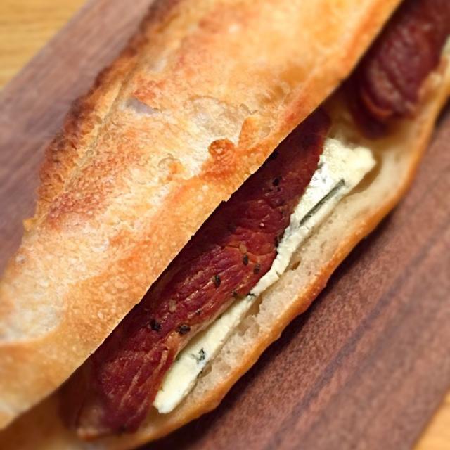 ブルーチーズとフランスパンでサンドイッチに(^-^)/ - 34件のもぐもぐ - reika✽さんの料理 豚肩ロースの自家製梅酒の梅ジャム生姜煮 炊飯器で(•ᴗ•♡) by ウルーウール