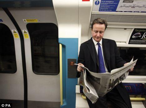 PM Inggris naik kertea bawah tanah, gak malu dan gak pake pengawalan...:D