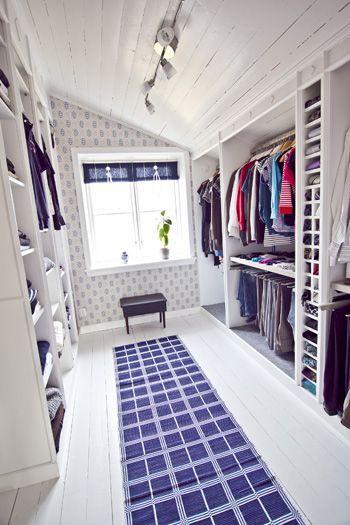 Walk in closet for sloped ceiling Hildas hem | inspiration från IKEA