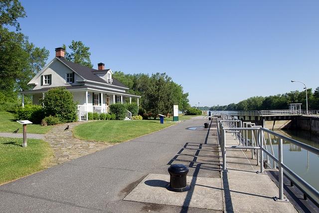 Le canal de Saint-Ours contribue à franchir le dernier obstacle à la navigation entre le fleuve St-Laurent et le lac Champlain.