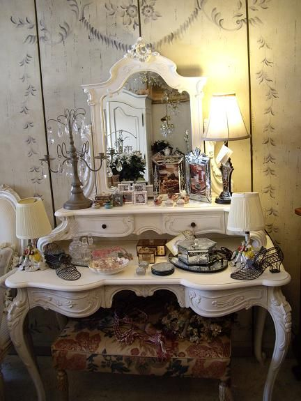 1000 ideas about vintage dressing tables on pinterest for Beauty table tumblr