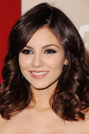 TeenVogue.com- Victoria Justice's Metallic Makeup At The Golden Globes. She used Girlactik Star Blush in Florence!