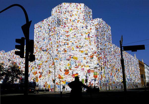 Τσιτέικο: Κτήριο καλύφθηκε με 150.000 ερωτικά γράμματα!