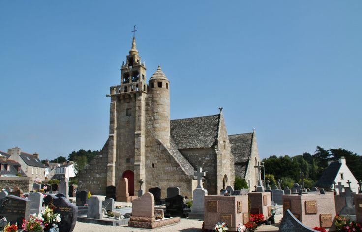 Eglise de Locqu�meau et cimeti�re � Tredrez Cotes d'armor tredrez France, auteur pierre bastien pour Patrimoine de France, aucun partage sans mention de la source et de l'auteur merci.