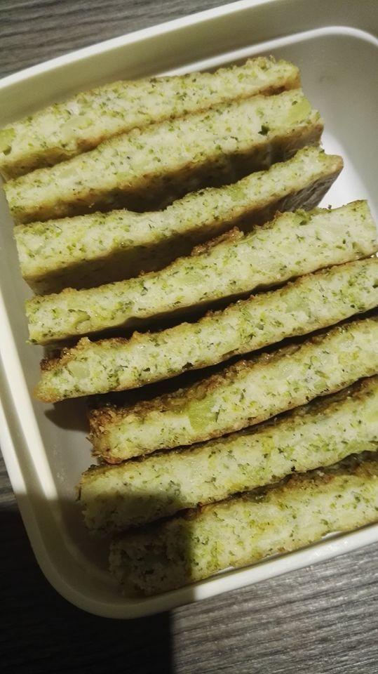 Kabouterbrood (broccoli brood)  - 1 broccoli (fijngehakt) - 4 eieren - 100 gr amandelpoeder/ of meel - peper en zout  Mengen en uitstrijken op bakpapier. 20 min op 180°c. Tot 3 dagen bewaren in de koelkast.