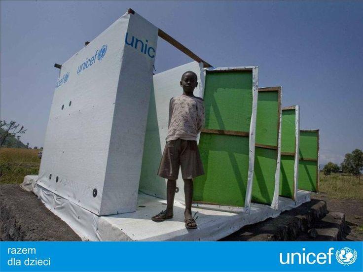 UNICEF buduje i remontuje urządzenia sanitarne.