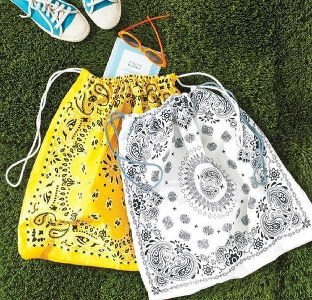 Drawstring Bandanna Tote Bags | 33 Simple Spring Sewing Projects For Beginners