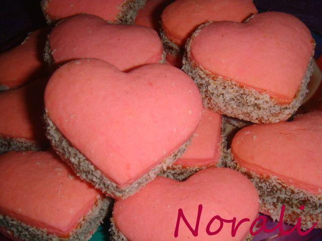 Alfajores de maizena para San Valentin, ver receta: http://www.mis-recetas.org/recetas/124411-alfajores-de-maizena-para-san-valentin