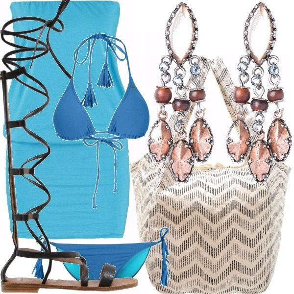 Vestitino azzurro e attillato, costume a triangolo blu con laccetti molto giocosi, stivali gladiatore neri, borsa ampia da mare per mettere tutto il necessario, bellissimi orecchini marroni pendenti.