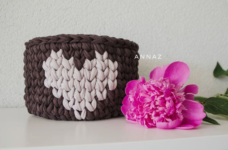 Cosy crochet basket with a heart