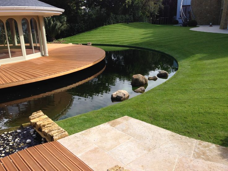 Steel lawn edging used to create a clean continuous edge between the water and the lawn.