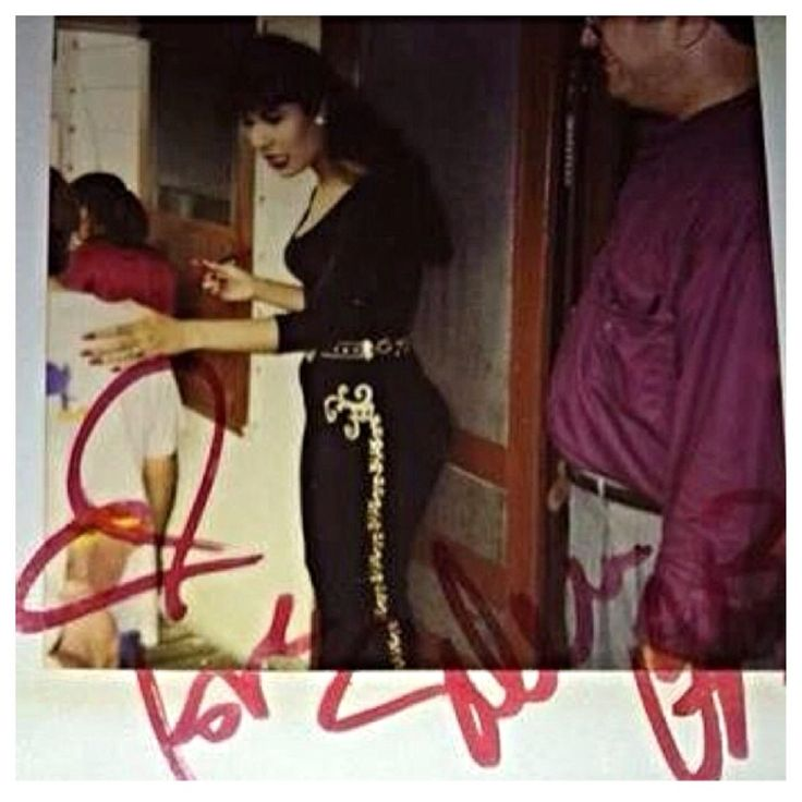 Signed Selena picture.