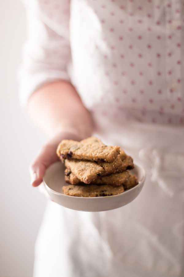 Biscotti con farina di Kamut, quinoa e frutti rossi