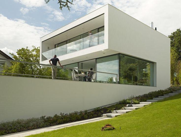Puristische Villa in Hanglage: Freier Blick auf die Rheinebene