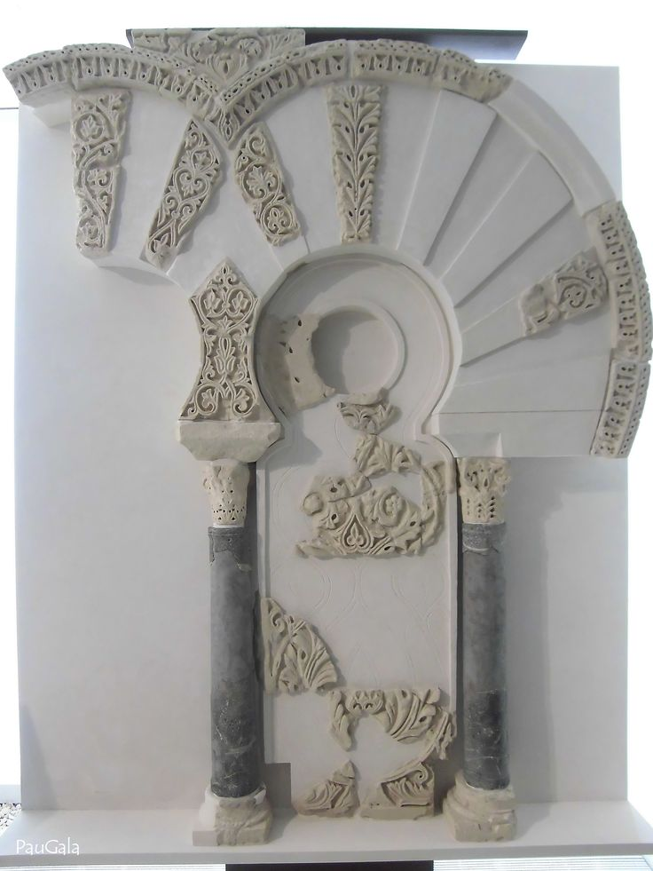 Arquería ciega decorativa en caliza y talla a cincel. 944-945 dc- Madinat al-Zahra. Medina Azahara. Córdoba