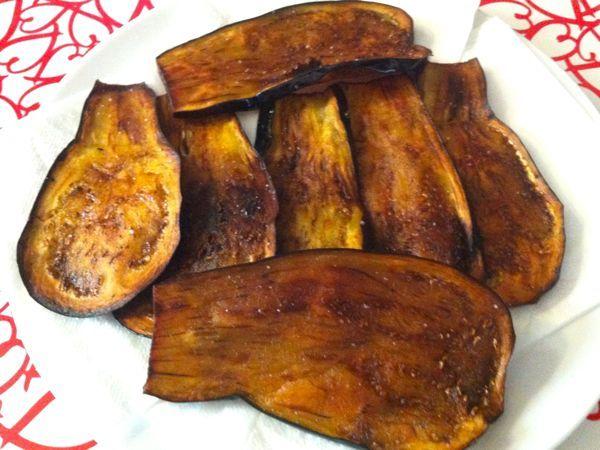 Sapere come friggere le melanzane è fondamentale per poter mangiare delle melanzane fritte non inzuppate d'olio, basta osservare poche regole per...