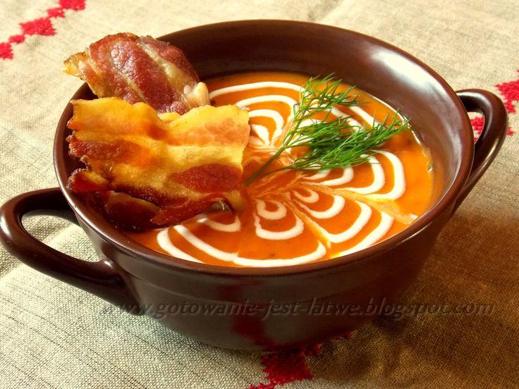 Gotowanie jest łatwe: Zupa dyniowo paprykowa z chipsem z boczku