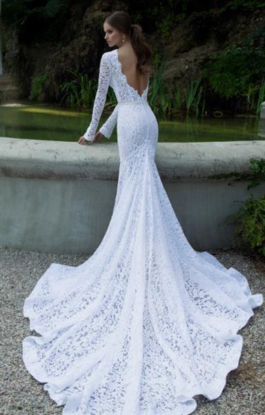 Свадебное платье с открытой спиной шлейфом