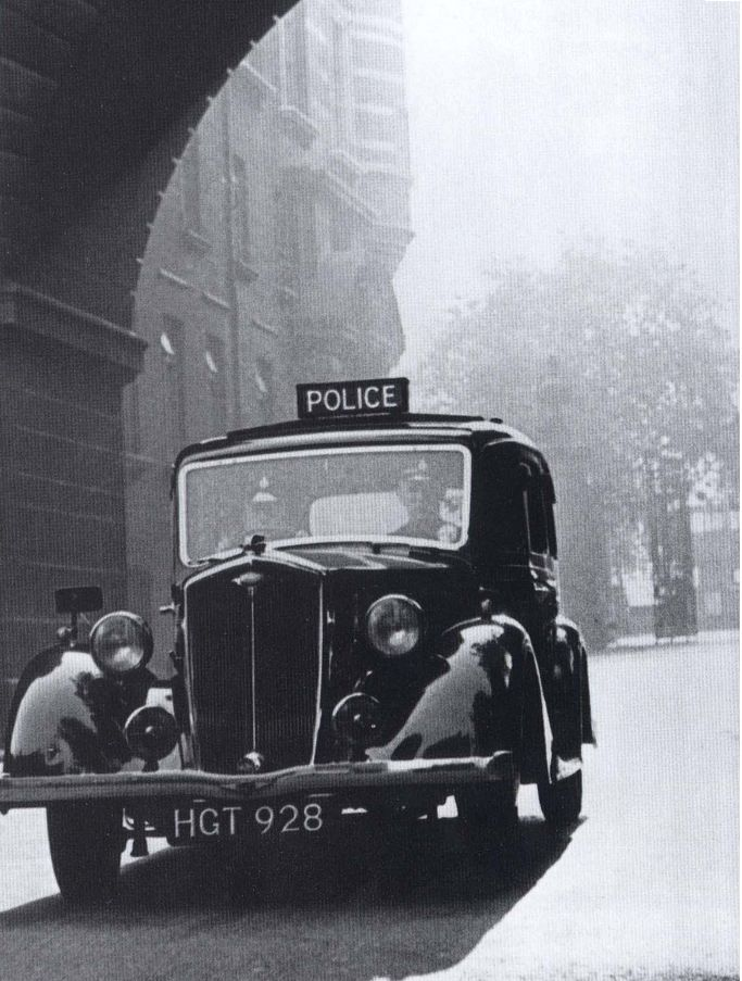 Toutes les tailles   Metropolitan Police Wolseley,1069 cc, 'Wasp' 1940'ish, O/S Cannon Row Police Station, (New Scotland Yard) Westminster, London, SW1. UK.   Flickr : partage de photos !