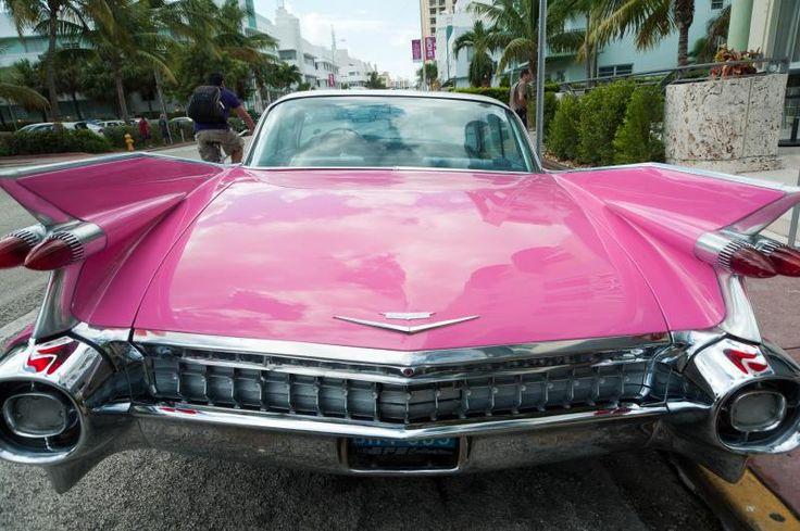 Art Deco District, Cadillac rose sur Collins ave, devant l'hôtel Marlin (Lawrence Murray Dixon, 1939) Miami Beach, FL   Flickr - Photo Sharing!
