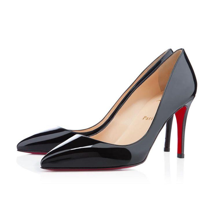 Le quartier préféré de Christian Louboutin lui a inspiré le soulier iconique de la maison : La Pigalle fidèle et sans fautes. Sa finesse allonge délicatement le pied, ses dimensions parfaites et la stabilité de son talon lui offrent aisance et aplomb.