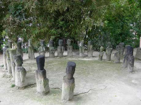 Circle of statues, near King Sidabutar's tomb