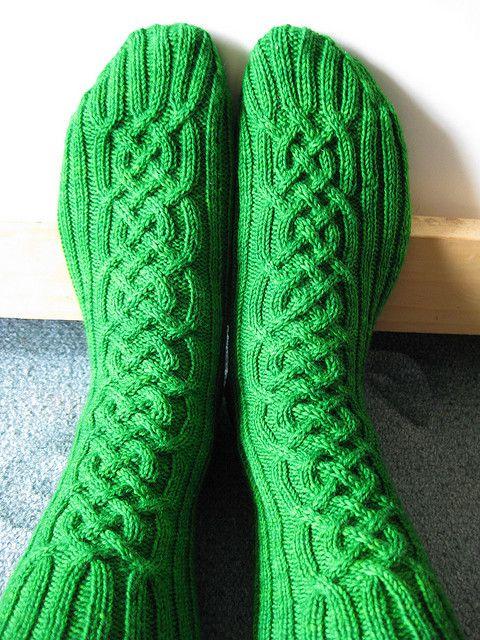 Knitting Pattern For Sandal Socks : 17 Best ideas about Cable Knit Socks on Pinterest Cozy socks, Knitted slipp...