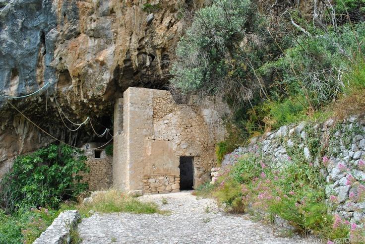Roccasecca (FR) - Fraz. di Caprile - Eremo/Grotta di S. Michele - Photo G. Garofoli (05-2010) - © All rights reserved - Tesori del Lazio - More info: http://www.tesoridellazio.it/pagina.php?area=I+tesori+del+Lazio=Eremi%2C+monasteri%2C+abbazie=Roccasecca+%28FR%29+-+Fraz.+di+Caprile+-+Eremo-Grotta+di+S.+Michele