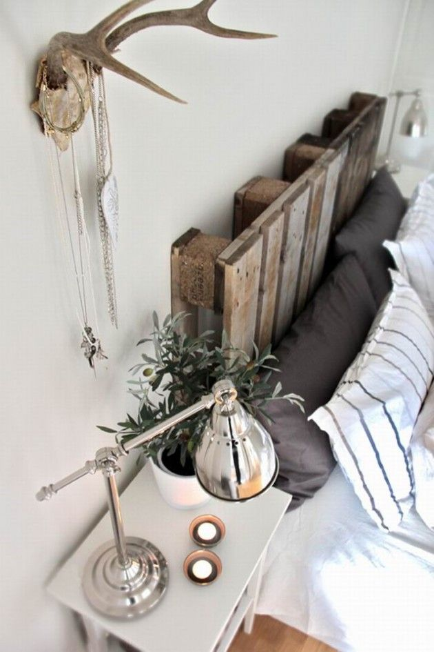 almofadas pretas---62 DIY Cool Headboard Ideas