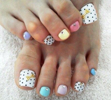 11 Toenails Summer Ideas, Dotted nails
