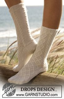 """DROPS socks with cable pattern in """"Alpaca"""". ~ DROPS Design"""