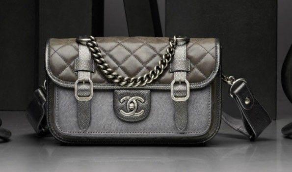 Cartella Chanel in pelle grigia